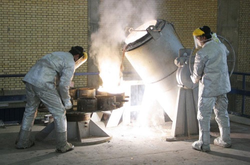 Iran Ian technicians work at a uranium processing site in Isfahan. Image source: Reuters